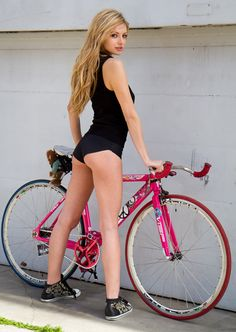 SweatnGears_Sexy-Girls-Bikes-006