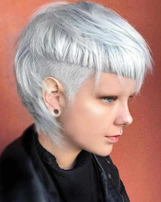 Best Short Hair Cut Styles For Women Who Likes Pixie Haircut As the fashion trends change, hair trends change. If you want to examine the types of hairstyles you are definitely in the right place. Read the rest of our art Creative Haircuts, Great Haircuts, Cool Short Hairstyles, Short Pixie Haircuts, Pixie Hairstyles, Hairstyles With Bangs, Short Haircut, Short Hair Styles, Saree Hairstyles