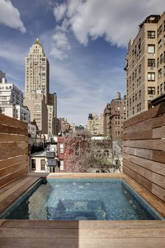 This restored 19th-century townhouse has a custom-built hot tub on the roof terrace. The townhouse features a white limestone facade and has five bedrooms and 7½ baths. (Source: Thomas Loof)