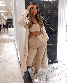 Dress Idea - Minimalist - Woman - Beautiful outfit ideas, simple and elegant! Do not forget the jewelry in an outfit, here is a site - Cute Lazy Outfits, Sporty Outfits, Mode Outfits, Stylish Outfits, Airport Outfits, School Outfits, Winter Fashion Outfits, Look Fashion, Fall Outfits