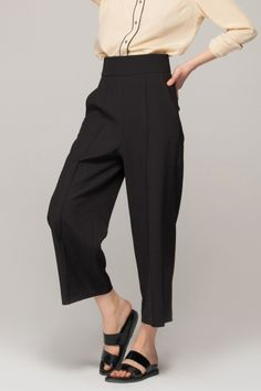 Wide crop trousers Follow trends with www.frontrowshop.com