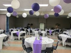 Ceiling Balloons by www.itspartytimeandrentals.com