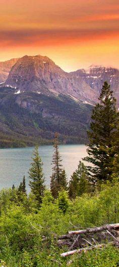 Warm Montana summer afterglow over Glacier National Park   glaciermt.com
