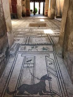 The beautiful mosaic floor at the entrance to the Casa di Paquio Proculo in Pompei Ancient Ruins, Ancient Artifacts, Ancient Rome, Ancient Greece, Ancient History, Ancient Roman Houses, Pompeii Italy, Pompeii And Herculaneum, Roman Architecture