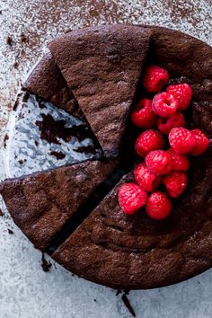 Super dark and fudgy, this flourless chocolate cake is the perfect gluten free dessert served with thick cream and fresh berries. Flourless Cake, Flourless Chocolate, Chocolate Hazelnut, Chocolate Coffee, Chocolate Flavors, Chocolate Recipes, Chocolate Fudge Frosting, Fudge Cake, Gluten Free Cakes