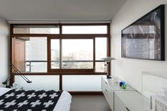 This minimal modern apartment at the Barbican in London is a sleek black and white home where everything has its place. This isn't the first time we have Mid Century Interior Design, Mid-century Interior, Barbican, Space Place, Internal Doors, Reception Rooms, White Houses, Minimalist Living, One Bedroom