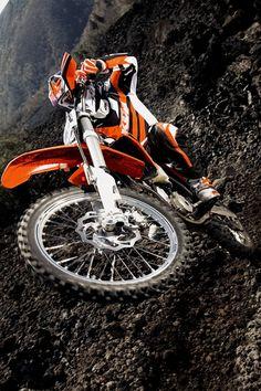 Keeping it orange! KTM from Austria Ktm Dirt Bikes, Ktm Motorcycles, Mx Bikes, Road Bikes, Yamaha Supermoto, Yamaha Wr, Enduro Motocross, Enduro Motorcycle, Off Road Moto