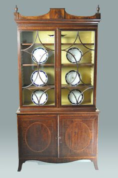 Fine Hepplewhite Bookcase Cabinet (c. 1785 UK)Mahogany  Dimensions 43.00inch wide 85.00inch high 19.00inch deep (109.22 cm wide 215.90 cm high 48.26 cm deep)