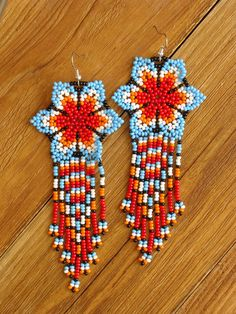 beaded earrings making Beaded Earrings Native, Beaded Earrings Patterns, Native Beadwork, Seed Bead Earrings, Beading Patterns, Seed Beads, Beaded Jewelry, Hoop Earrings, Diy Jewelry