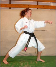 Female Martial Artists, Karate Girl, Art Poses, Judo, Strong Women, Martial Arts, Sexy, Beauty, Training