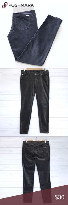 """White House Black Market Skinny Jeans Still in good condition. Not sure if this is Velvet or Corduroy. Grey color. Stretchy. Skinny Size 6R. Zip on the ankle. Lay Flat Measurement Approx; inseam-28.5"""". Length-37.5"""". Rise-8"""". Waist-16"""". No Trades. No low ball offers. Make a reasonable offer. White House Black Market Jeans Skinny"""