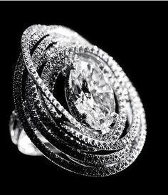 anel de brilhantes e ouro branco chanel