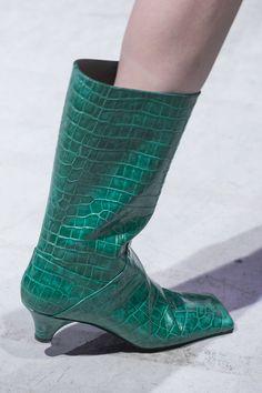 Marni at Milan Fashion Week Fall 2017 - Details Runway Photos Scarpe  Autunnali d7f7fd1c827