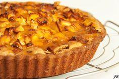 Bretonse appeltaart, geweldige smaaksensatie door de banketbakkersroom. Ik geef de appeltaart nog een crunchy twwist met walnoten overgoten met honing. carameliseren tijdns het bakken. Homemade by Francien