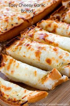 Easy Cheesy Garlic Bread by Crunchy Creamy Sweet blog Easy Cheesy Garlic Bread