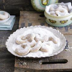 Dieser Klassiker gehört einfach zu Weihnachten dazu: Vanillekipferl! Mit diesem Rezept schmecken sie wie früher bei Oma!