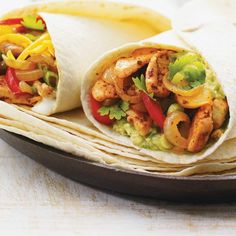 This easy chicken fajitas recipe will be a dinnertime winner! Healthy Baked Chicken, Shredded Chicken Recipes, Grilled Chicken Recipes, Healthy Chicken Recipes, Healthy Dinner Recipes, Breakfast Recipes, Chicken Fajita Rezept, Chicken Fajitas, Plain Yogurt Recipes