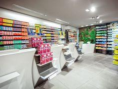 La Pharmacie Espace Santé Nature si trova nell'affascinante Alta Savoia. OBIETTIVO: attrarre a sé il flusso degli avventori del Centro Commerciale nel quale è ubicata, indirizzandolo verso la grande offerta di qualità e servizi per il benessere. CONCEPT: … Continua