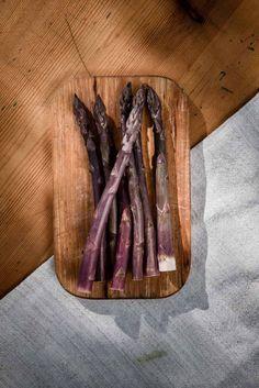 Violetter Spargel aus dem Lavanttal Sternath Cinnamon Sticks, Spices, Food, Farm Shop, Strawberries, Spice, Essen, Meals, Yemek