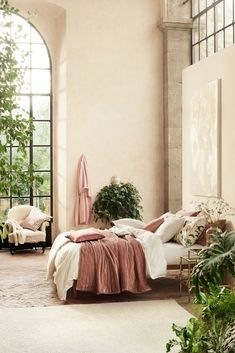 Beautiful spring bedroom design and products by ! Dream Bedroom, Home Bedroom, Bedroom Decor, Master Bedroom, Bedrooms, Interior Modern, Interior And Exterior, Home Modern, Style Salon