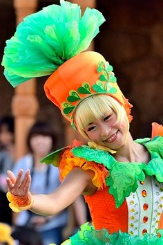 Creative Costumes, Cool Costumes, Cosplay Costumes, Halloween Costumes, Fruit Costumes, Disney Costumes, Vegetable Costumes, Disneyland Parade, Recycled Costumes