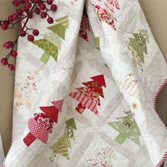 Such pretty colors. Christmas Sewing, Christmas Fabric, Christmas Crafts, Christmas Quilting, Xmas, Christmas Patchwork, Christmas Blocks, Homemade Christmas, Quilting Projects