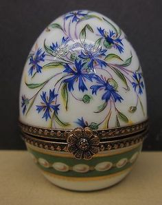 Ancienne Manufacture Royale Limoges France Miniature Egg Trinket Box w Egg Border.