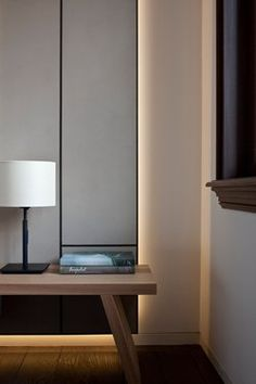 Crisp joinery detailing and concealed ambient lighting - Hotels Design Architecture Hidden Lighting, Cove Lighting, Interior Lighting, Interior Styling, Interior Decorating, Indirect Lighting, Estilo Interior, Light In, Modern Floor Lamps