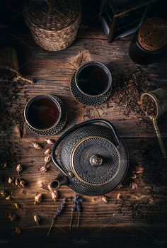 iron teapot Top view of herbal tea prepared in vintage cast iron teapot on rustic wooden table. Rustic Wooden Table, Wooden Tables, Coffee Cafe, Coffee Shop, Thé Oolong, Tea Culture, Coffee Photography, Chinese Tea, Tea Art