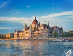 #Budapest: bagni termali, monumenti e musica sono gli ingredienti che rendono speciale questa città. Thermal baths, monuments and #music: those things make #Budapest #special! #Alitalia #flight #discover #travel #love #journey #amazing #place #world