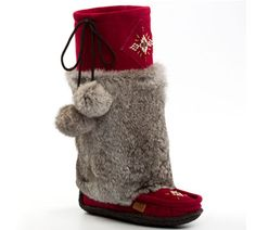 Win a Pair of #Mukluks $329.99 ! Fur Boots you'll never want 2 take off www.sheepskinandthings.com #mukluks #ContestAlert @SSATCanada