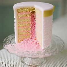 Another person pinned: Edible glitter explosion! This could be cute with less glitter some sprinkles inside cupcakes! Pretty Cakes, Beautiful Cakes, Amazing Cakes, Edible Glitter, Glitter Cake, Pink Glitter, Sparkle Cake, Sugar Glitter, Glitter Gif