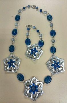 double coat hanger with soda pull Soda Tab Crafts, Can Tab Crafts, Aluminum Can Crafts, Tape Crafts, Wire Jewelry, Jewelry Crafts, Jewelery, Recycled Jewelry, Handmade Jewelry