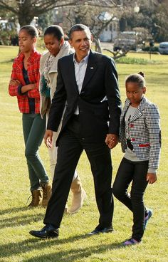 President Barak Obama With Michelle Obama With Daughter Malia & Sasha Obama...