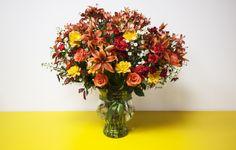 35- Arranjo extra grande com rosas, lírios, dálias, cravos, astromélias e quatro tipos de folhagem