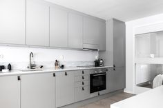 Grey Kitchens, Cool Kitchens, Beautiful Interior Design, Nordic Design, Kitchen Furniture, Double Vanity, Kitchen Design, Kitchen Cabinets, Design Ideas