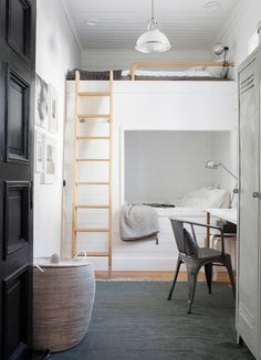 White wooden bunk beds with ladder for children's bedroom. From the home of interior stylist Pella Hedeby, photographed by Sara Medina for My Home magazine. Pella Hedeby, Monochrome Bedroom, Wood Bunk Beds, Built In Bed, Style Deco, Tiny Apartments, House And Home Magazine, Cozy House, Home Interior Design