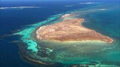 Localizado no litoral sul da Bahia, o Arquipélago de Abrolhos é composto por cinco ilhas distantes 72 km da costa. O parque oferece excelentes pontos para mergulho livre e autônomo, devido as formações coralinas que abrigam grande diversidade de fauna marinha.