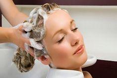 A szódabikarbóna egyre nagyobb népszerűségnek örvend, mióta a kutatók felfedezték az egészségügyben és a szépségiparban alkotott szerepét. Így jöttek rá arra is, hogy a szódabikarbónás sampon csodát tesz a hajjal és szinte minden...