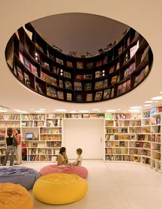 Livraria de Vila is a bookshop in São Paulo with a store-front made of revolving bookcases, designed by Brazilian studio Isay Weinfeld Arquitecto.