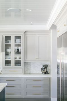 White and grey kitchen cabinets with brass hardware. Home design decor inspiration ideas. White and grey kitchen cabinets with brass hardware. Home design decor inspiration ideas. Light Gray Cabinets, Grey Kitchen Cabinets, Kitchen Cabinet Hardware, Painting Kitchen Cabinets, Kitchen Grey, White Cabinets, Upper Cabinets, Glass Cabinets, Brass Kitchen