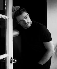 richard madden existing is a thirst trap Richard Madden Shirtless, Photoshoot Pose Boy, King In The North, Dream Guy, Beautiful Men, Sexy Men, Hot Guys, How To Look Better, Handsome