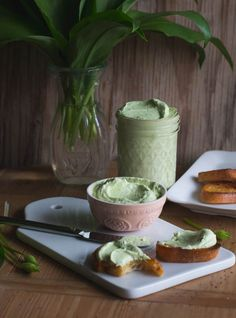 The world's best wild garlic dip and spread - Thermomix Dip und Paste - Essen,Leckerschmecker, Abendessen Slow Cooking, Slow Food, Lidl, Pesto Dip, Vegan Sauces, Appetizer Dips, Fruit And Veg, Dip Recipes, Slow Cooker Recipes