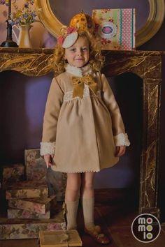 Bebés Chic abrigos para niñas en MOMOLO Street Style Kids - La primer red social de Moda Infantil Internacional | MOMOLO Street Style Kids :: La primera red social de Moda Infantil