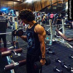 OMG: Tiger Shroff flaunts his killer biceps at the gym!   PINKVILLA
