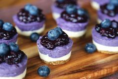 Mini Blueberry Cheesecake 10 Insanely Delicious Cheesecakes You Won't Believe Are Vegan Raw Desserts, Just Desserts, Delicious Desserts, Dessert Recipes, Yummy Food, Health Desserts, Vegan Cheesecake, Blueberry Cheesecake, Vegan Blueberry