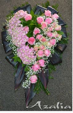 Funeral Flower Arrangements, Funeral Flowers, Floral Arrangements, Funeral Sprays, Rose Flower Wallpaper, Funeral Memorial, Sympathy Flowers, Ikebana, Garden Projects