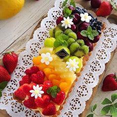 Rainbow Fruit Tart Idea (Pic Only) Fresh Fruit Cake, Fruit Tart, Tart Recipes, Dessert Recipes, Delicious Desserts, Yummy Food, Number Cakes, Beautiful Desserts, Dessert Decoration