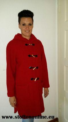 Prachtige fel rode houtjes-touwtjes-jas. gemaakt van 100% wolvilt . http://www.stoffenonline.eu , mantelstoffen