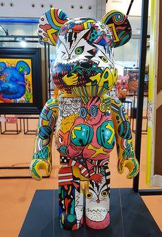 """Color Me Bear custom Be toy group exhibition at Central World Bangkok. Over 21 Thai artists display paintings with accompanying designer art bears. Kaws Iphone Wallpaper, Cute Bedroom Decor, Skate, Hip Hop Art, Thai Art, Airbrush Art, Dope Art, Designer Toys, Vinyl Art"